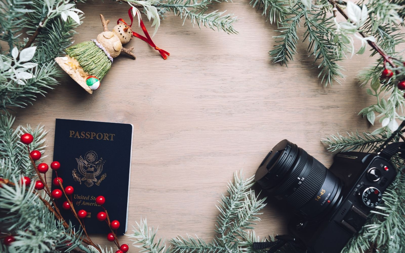 12 Unique Gifts For Travel Lovers (2020 Guide)