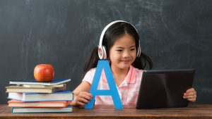 15 Pros and Cons Of Online Teaching Jobs